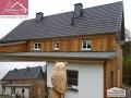 Betondachsteineindeckung und Fassadengestaltung aus Holz