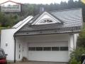 Neue Dacheindeckung mit Betondachstein und Mauerabdeckung aus Kupferblech