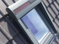 Dachfenstereinbau - Außenrollade mit Solarzelle